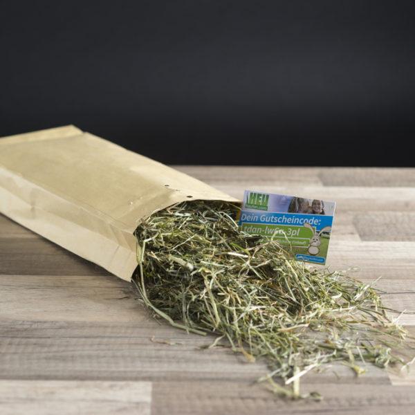 Das Testpaket besteht aus einer kleinen Menge Heu und einem 5 Euro Gutschein.